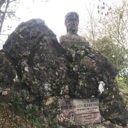 Dante scolpito nella roccia